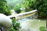 Jembatan Air Terjun Lematang. Hati-hati karena lokasinya sangat licin!