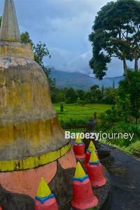mini temple di halaman Vihara