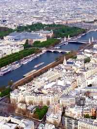 Pemandangan Kota Paris dan Sungai Seine dari Menara Eiffel