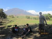 istirahat di bukit Teletubbies dengan pemandangan langsung Gunung Rinjani