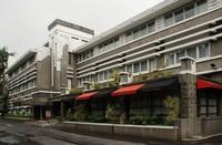 Bangunan lama Grand Preanger Hotel (viezme.wordpress.com)