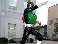 Patung Satria Baja Hitam di Manga Road (sumber: hobbylink.tv)