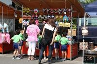 Pedagang kaki lima di Manga Road (sumber: hobbylink.tv)
