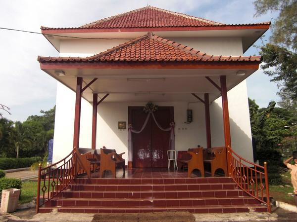 Gereja Tugu yang Melegenda (Sumber: 4antum.files.wordpress.com)