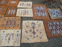 Beragam motif lukisan kulit kayu (Sastri/ detikTravel)