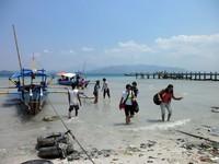 Pelabuhan dan perahu sederhana di Pelabuhan Ketapang