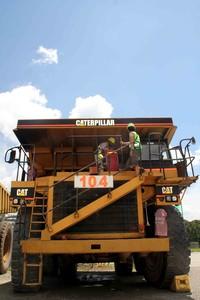 Penampakan Catterpilar 777 salah satu haul truck yang digunakan di tambang PT.Freeport di Grasberg