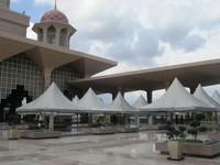 Pelataran Masjid Putra