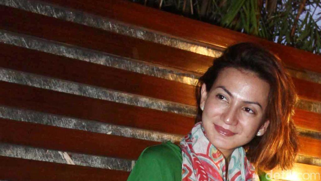 Trik Wanda Hamidah Agar Tetap Bisa Berikan ASI Saat Ada Kerjaan di Luar Kota