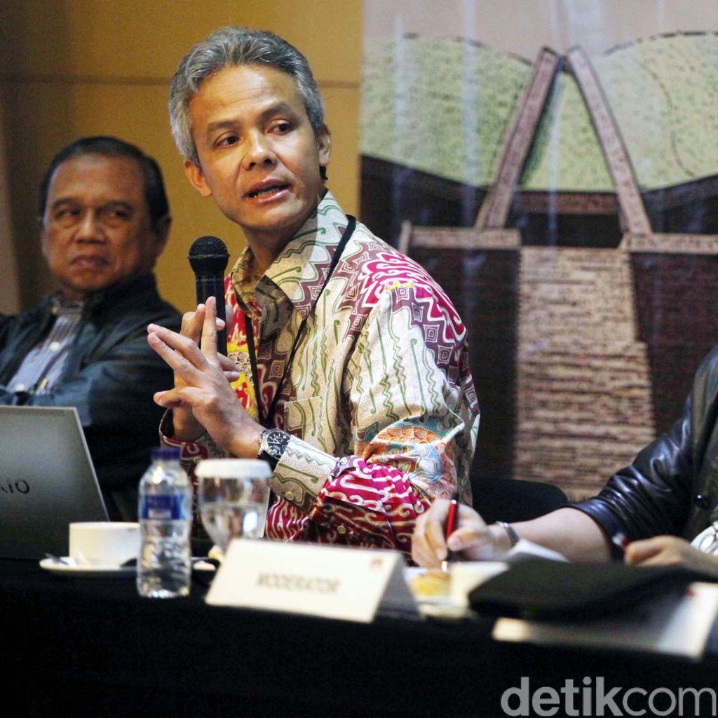 Ganjar Antar Izin Lingkungan Pabrik Semen di Rembang ke Jokowi