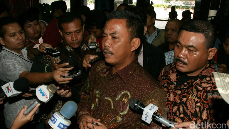 kritik ketua dprd dki untuk ahok terkait kung pulo
