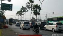 Libur Panjang, Antrean Kendaraan di Tol Arah Malang Mengular