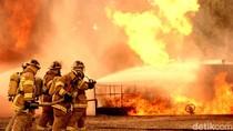 Kebakaran Pabrik Bahan Kimia di Gunung Putri Bogor, 5 Unit Damkar Dikerahkan