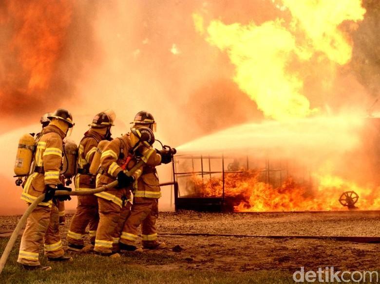 Sebulan, Dinas Kebakaran Surabaya Terima 100 Laporan Palsu