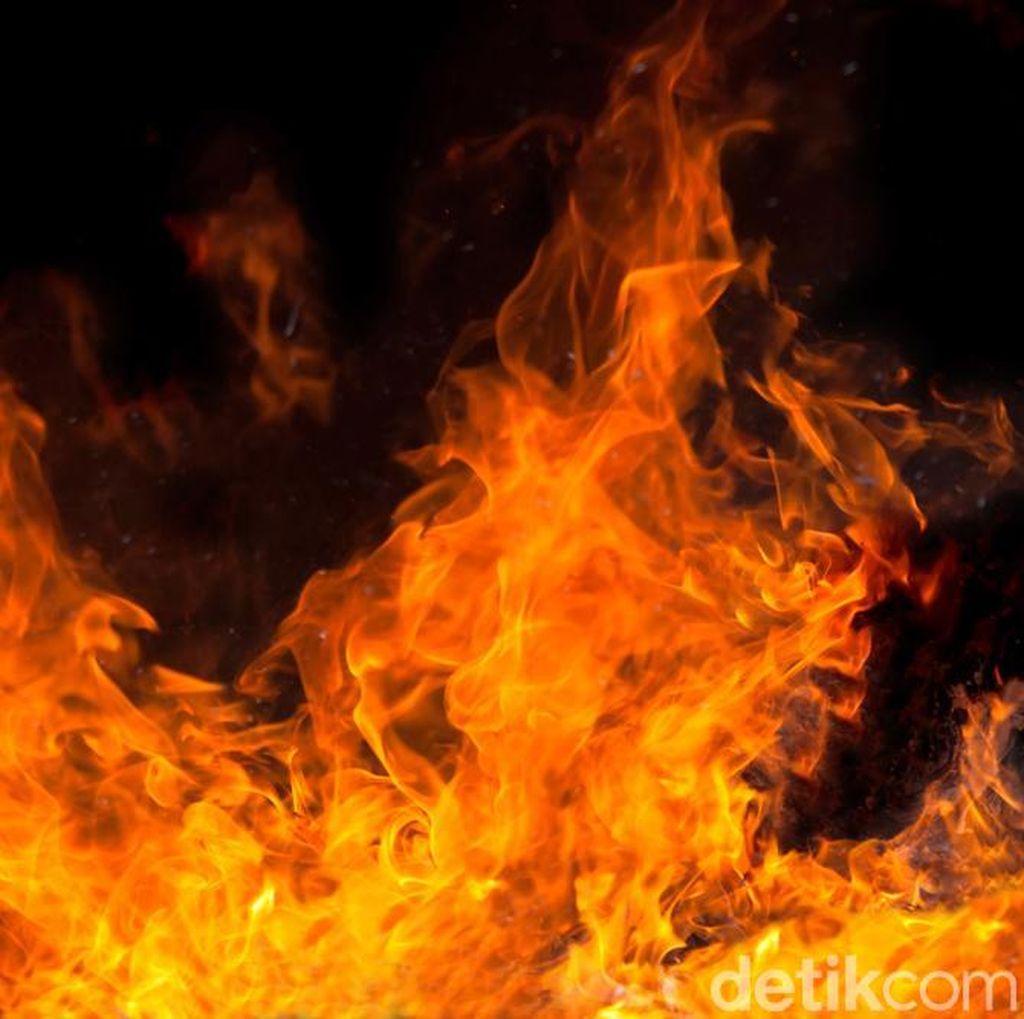 Kebakaran Melanda Permukiman Suku Baduy Luar di Lebak Banten