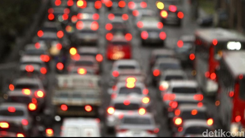 Lalin Tol Arah Jakarta Pagi Ini Padat karena Volume Kendaraan