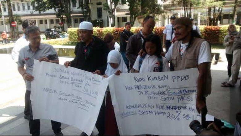 Image result for protes peneriamaan siswa baru