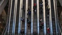 Eskalator Bergerak Terbalik di Mal Hong Kong, 2 Orang Ditangkap