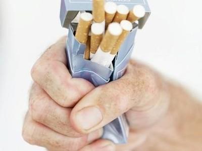 Rokok Mahal VS Liburan, Traveler Perokok Pilih Apa?