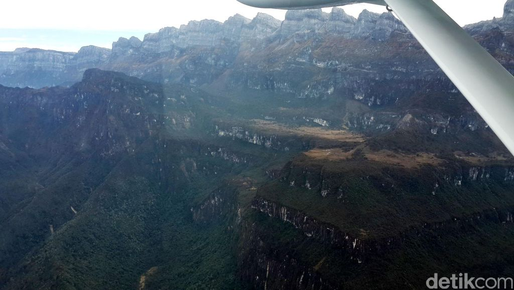 Turunkan Harga Sembako di Gunung, Jokowi Bangun Jembatan Udara