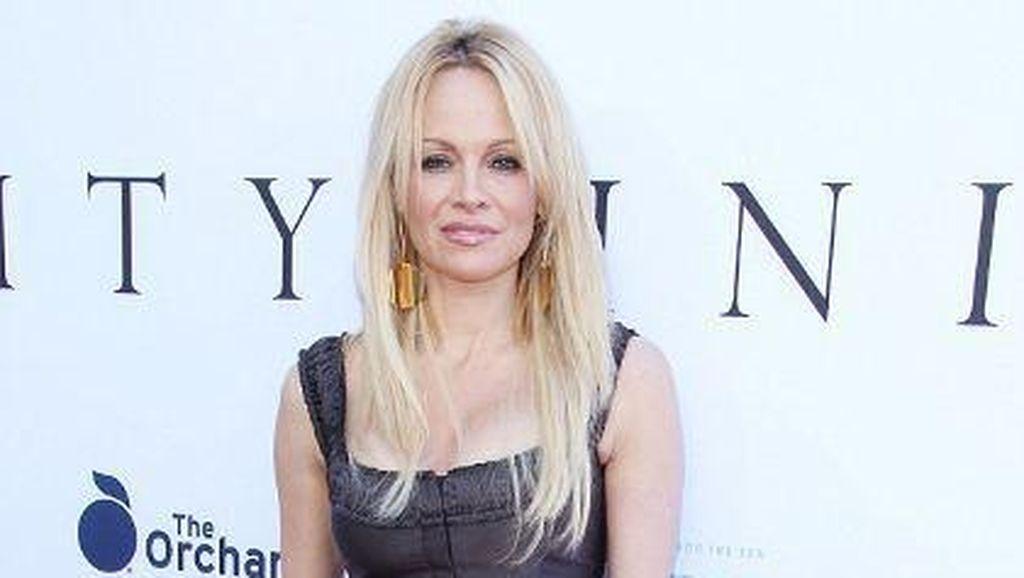 Bahan Dapur Ini Jadi Andalan Pamela Anderson agar Kulit Awet Muda