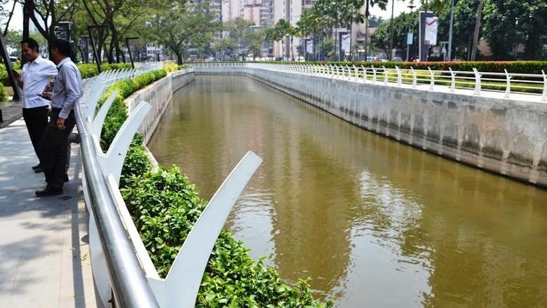 Sungai yang Keren dan Bersih di Epicentrum  Karya Ridwan Kamil