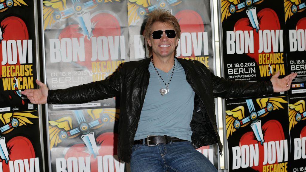 Ribuan Penonton Bon Jovi Padati GBK, Lalin ke Senayan Macet