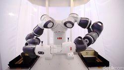 Wah! Ada Robot Jadi Konduktor Konser di Italia