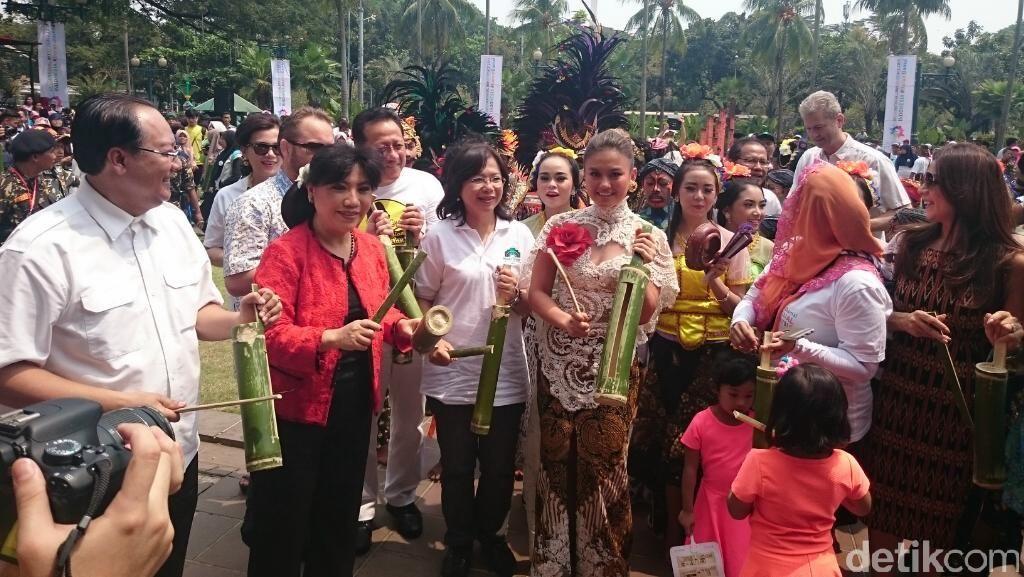 Rizal Ramli Hingga Agnes Monica Hadiri Hari Perdamaian Dunia di Balai Kota