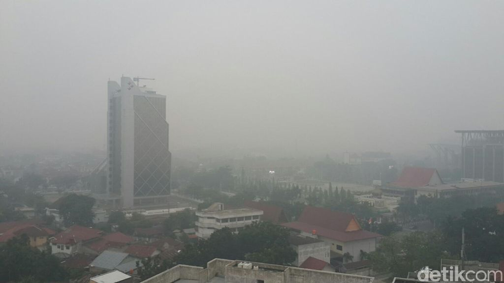 Penampakan dari Ketinggian Buramnya Kota Pekanbaru saat Diselimuti Asap