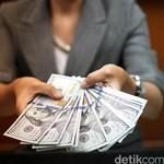 Dolar AS Sempat Turun ke Rp 13.300 Pagi Ini