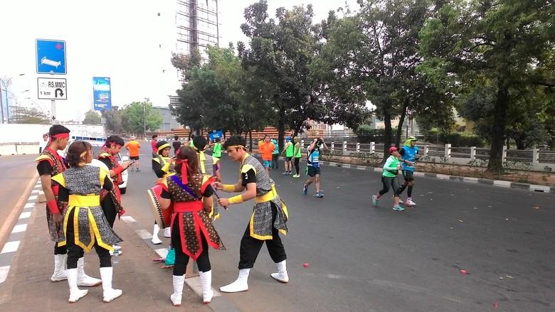 Genderang Taiko Pembakar Semangat Pelari Jakarta Marathon