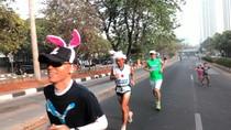 Ratusan Warga Beri Semangat ke Pelari Indonesia di Jakarta Marathon