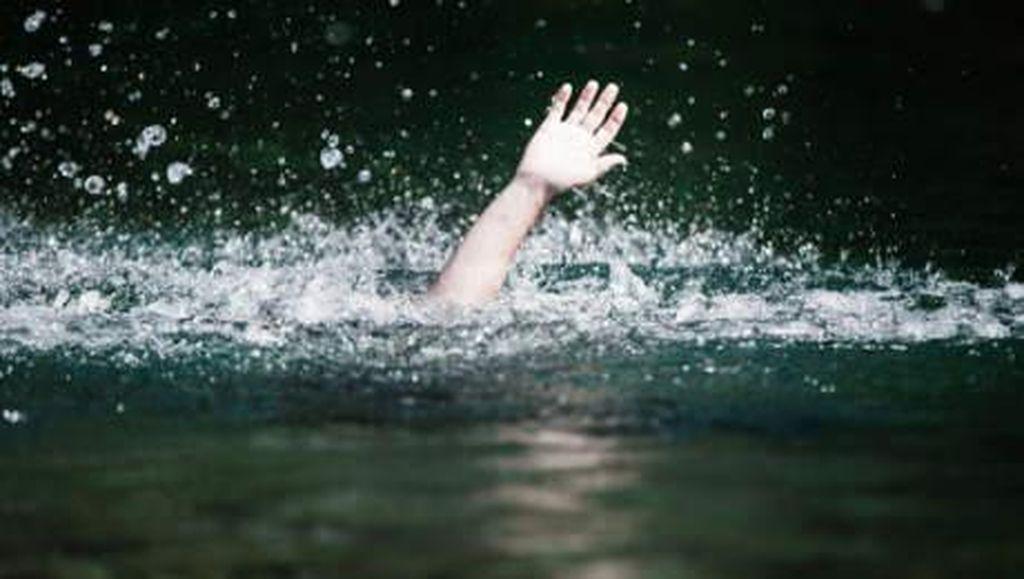 Satu Warga Hilang Terseret Arus Kali Item Kemayoran