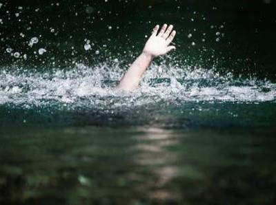 Asyik Foto-foto, Turis China Tewas Terjatuh dari Tebing & Tenggelam