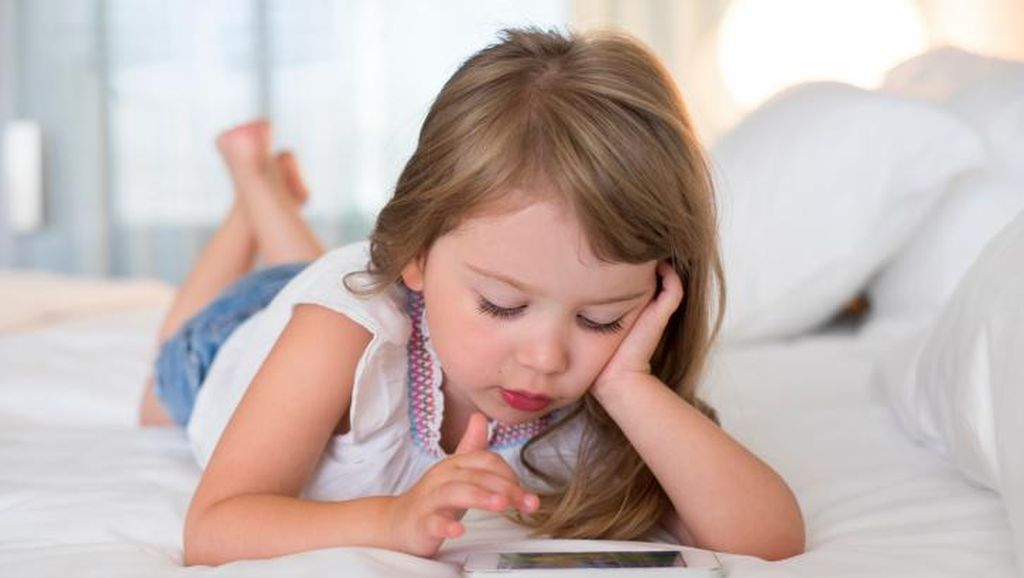 Anak di Bawah 13 Tahun Dilarang Pakai Smartphone