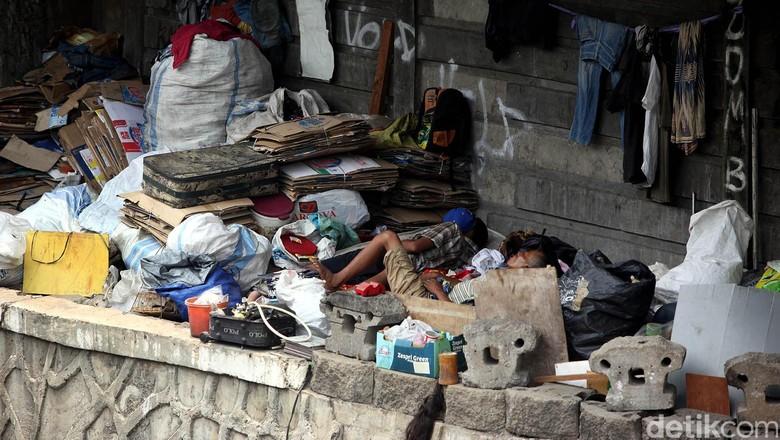 Orang Miskin RI Terus Bertambah, Lalu untuk Apa Utang Pemerintah?