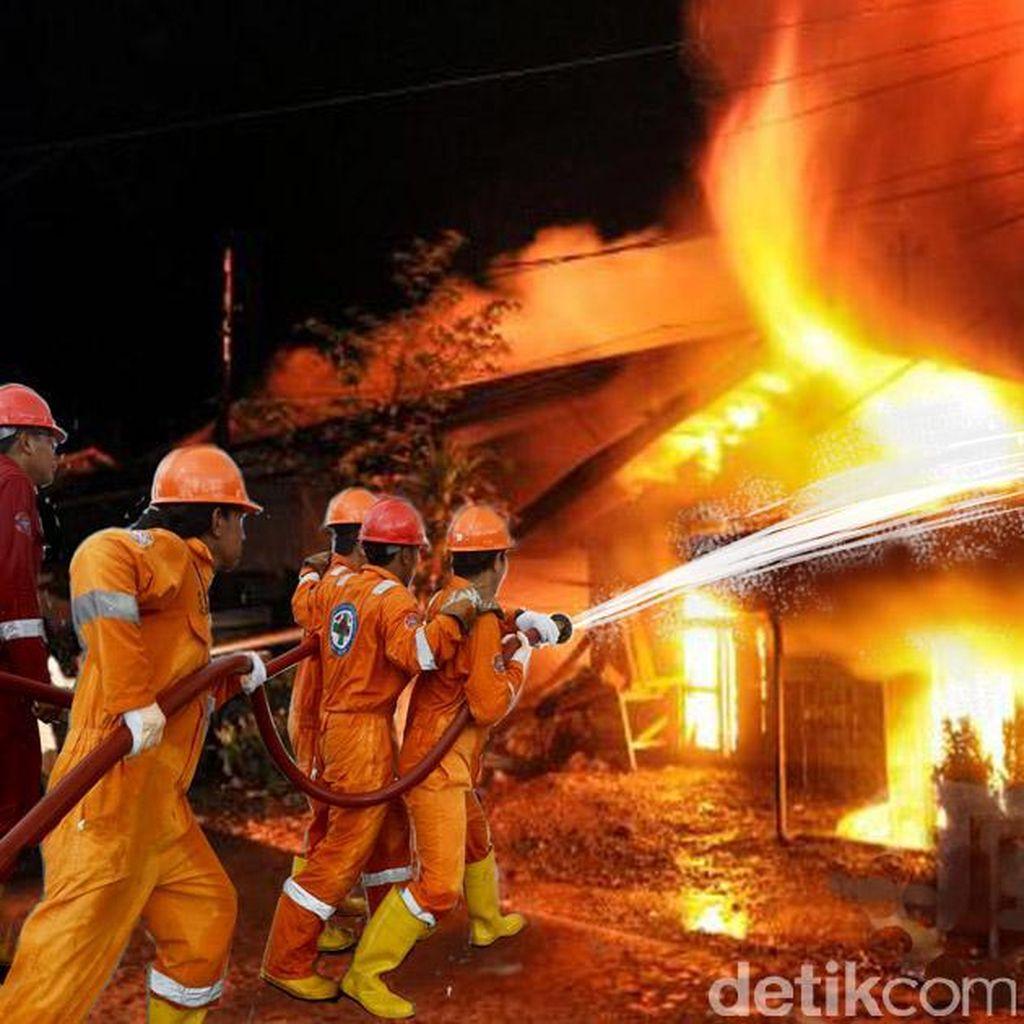 Kebakaran Rumah Konfeksi di Tambora Berhasil Dipadamkan