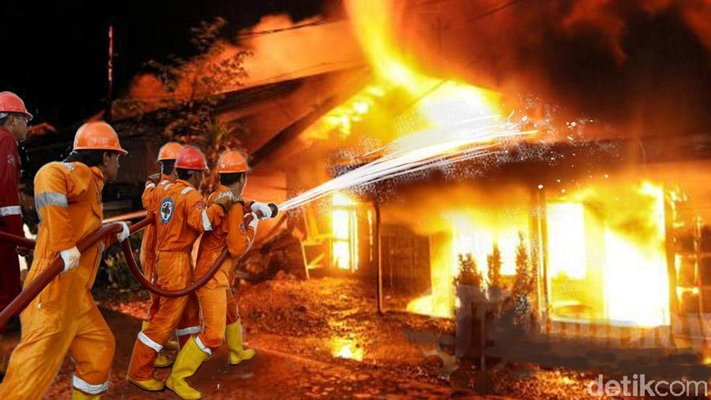 Api Menyambar Lapak Pemulung di Lebak Bulus, 9 Damkar Diluncurkan