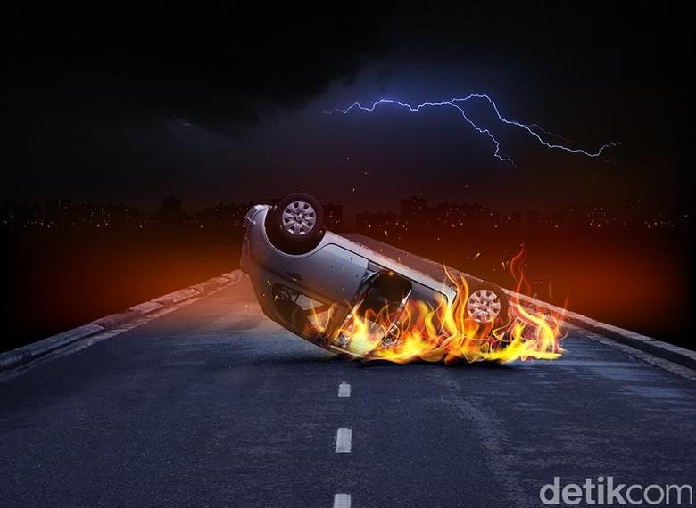Mobil Terbakar di Tol Cikampek Arah Jakarta Macet 4 Km