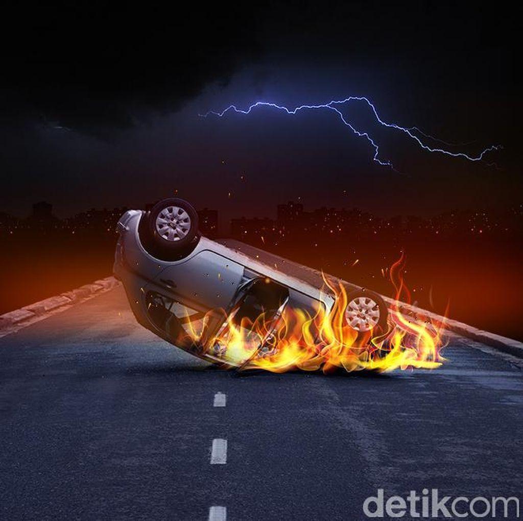 Mobil Terbakar di Tol JORR, Lalin Tersendat