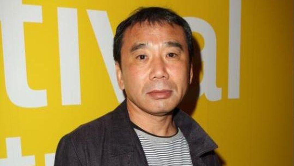 Haruki Murakami Terima Penghargaan Hans Christian Andersen