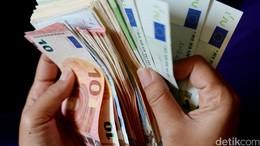 Referendum Italia Bikin Euro Anjlok ke Rp 14.248