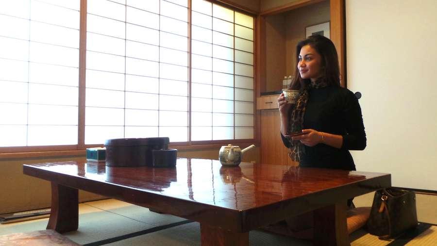 Seksinya Ariel Tatum di Rumah Tradisional Jepang