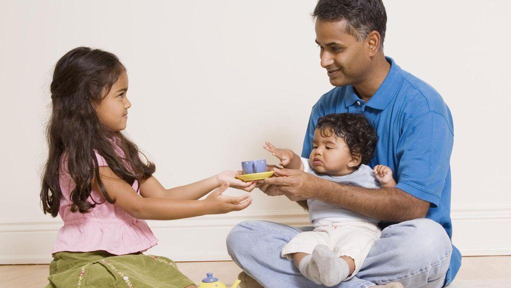Menyikapi Balita yang Berantem Gara-gara Rebutan Mainan