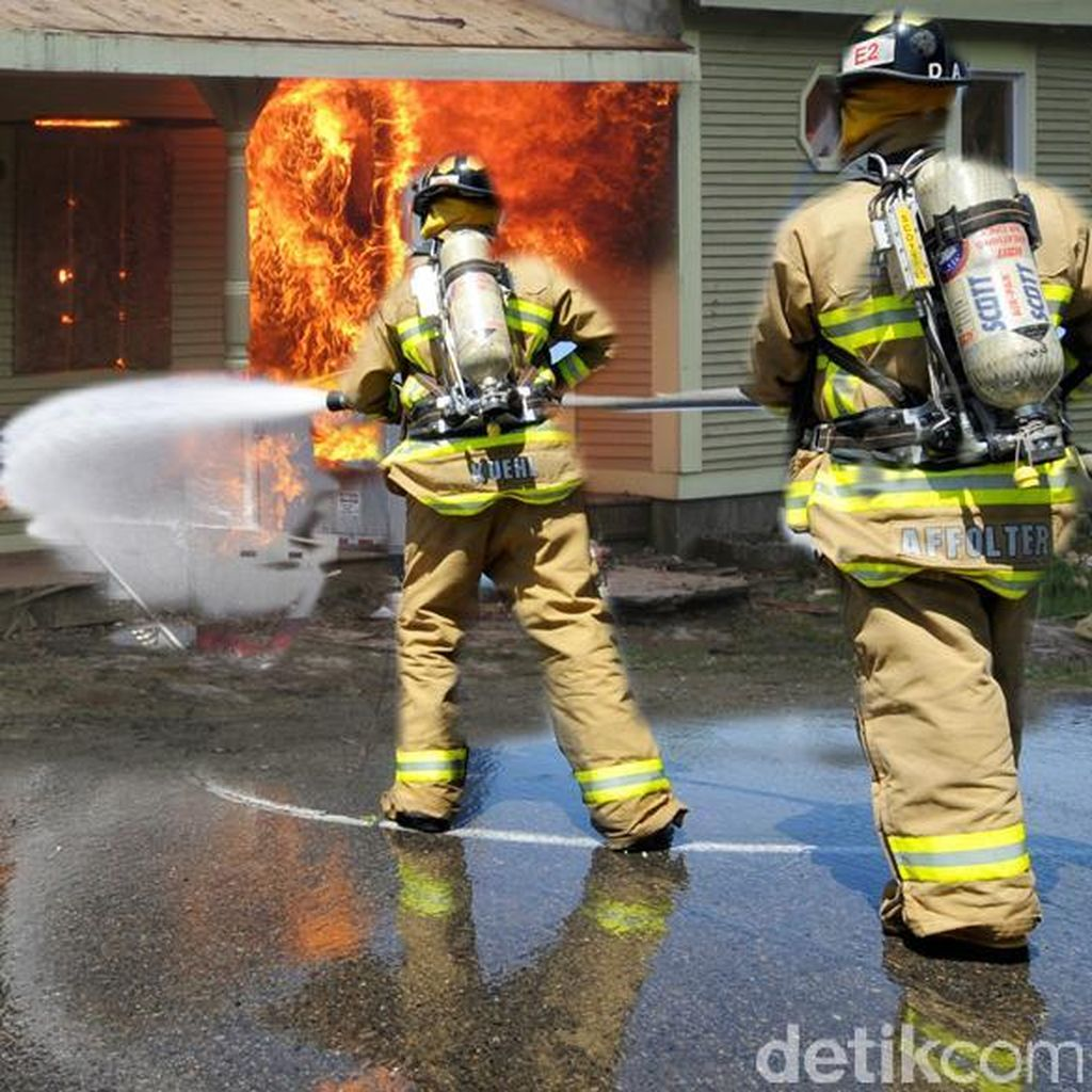 Rumah Kontrakan di Petukangan Terbakar, 17 Unit Damkar Dikerahkan