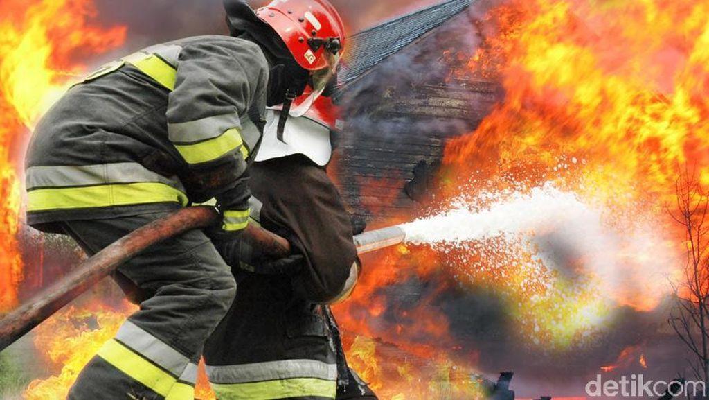 Kebakaran di Cipinang Lontar, 5 Unit Mobil Damkar Dikerahkan