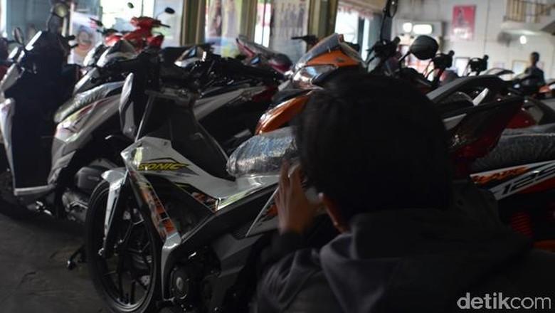 Dicuekin Sales Karena Beli Motor Pakai Uang Kontan?
