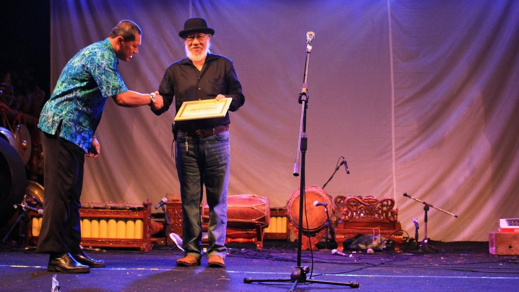 Jim Supangkat Raih Penghargaan Lifetime Achievement dari Biennale Jogja XIII