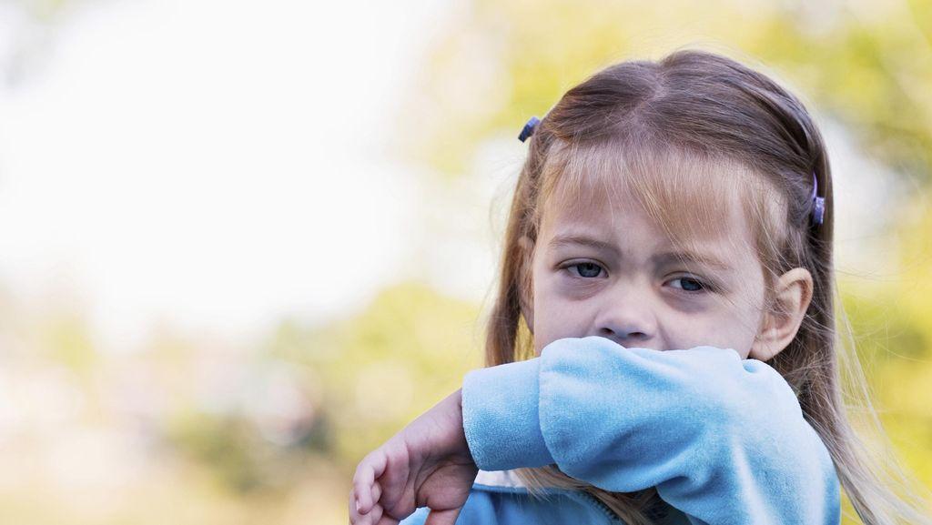 Kalau Batuk Anak Seperti Ini, Waspadai Gejala Pneumonia